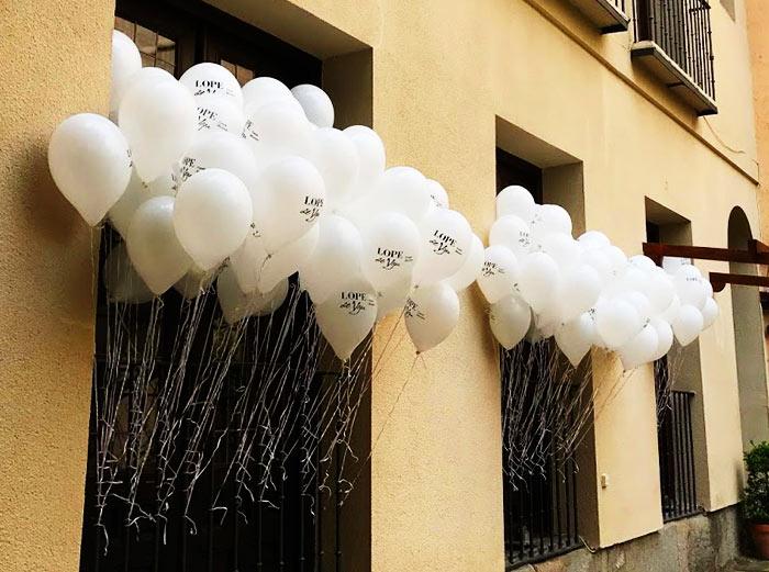 Evento Promocional con Globos El Día de la Poesía